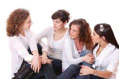 Gruppe von vier reizvoll, glückliche Frauen. Lizenzfreie Stockfotos