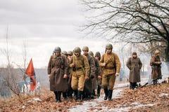 Gruppe von wieder--enactors gekleidet als sowjetische russische rote Armee-Infanterie Stockbilder