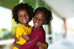 Gruppe von zwei jungen Afroamerikanermädchen lizenzfreies stockbild