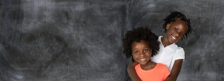 Gruppe von zwei jungen Afroamerikanermädchen stockfoto