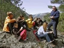 Gruppe Wanderer, die in der Natur stillstehen Lizenzfreie Stockbilder