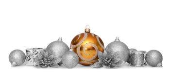 Gruppe Weihnachtsbälle auf weißem Hintergrund Lizenzfreie Stockfotos