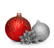Gruppe Weihnachtsbälle auf weißem Hintergrund Stockfoto