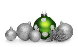 Gruppe Weihnachtsbälle lokalisiert auf weißem Hintergrund Stockbilder