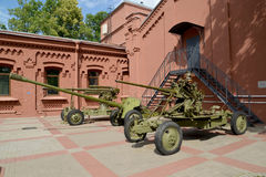Gruppe Werkzeuge von Zeiten des großen patriotischen Krieges im Gebiet von Vodokanal St Petersburg stockbilder