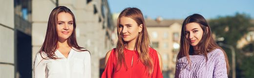 Gruppe zufällige junge Mädchen Frau ` s Freundschaft lizenzfreies stockfoto