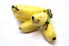 Gruppen av behandla som ett barn den guld- bananen på vit bakgrund Royaltyfria Foton