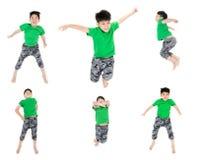 Gruppen av det asiatiska gulliga barnet hoppar Arkivfoto