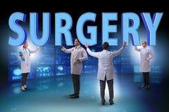 Gruppen av doktorer som rymmer kirurgibokstäver royaltyfri bild