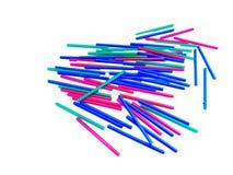 gruppen av färgrika pinnar på vit isolerade bakgrund Arkivfoto