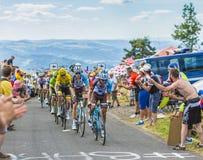 Gruppen av gula Jersey - Tour de France 2017 Arkivbilder