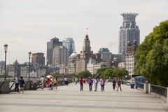 Gruppen av kines tycker om väder på bunden royaltyfri foto
