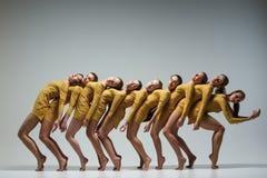 Gruppen av moderna balettdansörer Royaltyfri Foto