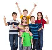 Gruppen av ungar med tummar up tecknet Royaltyfria Foton