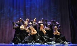 Gruppen för dansen för barn` s utför flamencodans på en öppen festiv royaltyfri bild