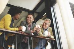 Gruppen-Geschäftsleute, die Balkon-Konzept plaudern lizenzfreies stockfoto