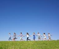 gruppen hands holdingrunning Royaltyfria Bilder