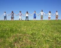 Gruppen-Holdinghände Lizenzfreie Stockfotos