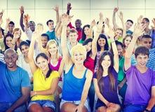 Gruppen-Leute-Mengen-Zusammenarbeits-Vorschlag zufällige mehrfarbige Co Lizenzfreies Stockfoto