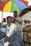 Gruppen-Porträt des ghanaischen Leiters und des Jungen Stockfotos