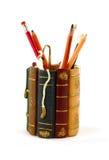 Gruppenbücher, Bleistifte, Ente Lizenzfreie Stockfotos