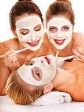 Gruppenfrauen mit Gesichtsschablone. Lizenzfreie Stockbilder