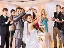 Gruppenleute an der Hochzeitstanz. stockfotos