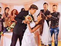 Gruppenleute an der Hochzeitstanz Stockbilder