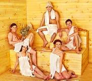 Gruppenleute in Sankt-Hut an der Sauna Stockfotografie