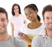 Gruppenportrait der glücklichen jungen Leute Lizenzfreies Stockfoto