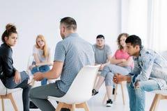 Gruppenpsychotherapie für Jugendliche lizenzfreie stockbilder