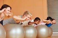 Gruppentraining an pilates Klasse Stockbild