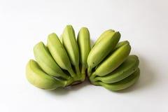 Grupper av gräsplan som är underripe behandla som ett barn bananer som ut fläktas Arkivfoton