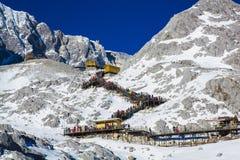Grupper av handelsresanden på jadedrake snöar berget Royaltyfri Bild
