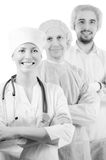 Gruppera ståenden av medicinska doktorer som står i det isolerade sjukhuset arkivfoton
