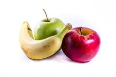 Grupperar nya frukter för gula äpplen för banan röda gröna tillsammans mat Arkivfoton