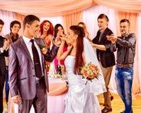 Gruppfolk på bröllopdansen Arkivfoton