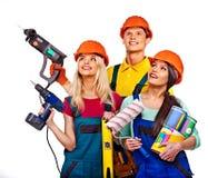 Gruppfolkbyggmästare med konstruktionshjälpmedel Arkivfoto