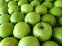 Gruppierung von grünen Äpfeln Lizenzfreie Stockbilder