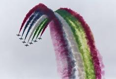 Gruppo acrobatici che fa i loopings nell'aria Immagini Stock