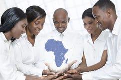 Gruppo africano di affari con la mappa dell'Africa Fotografia Stock