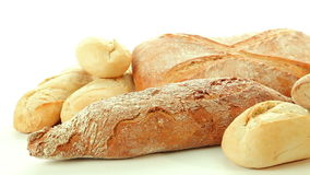 Gruppo al forno fresco di prodotti differenti del pane video d archivio