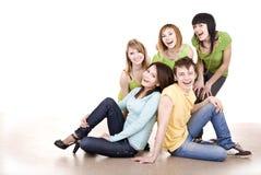 Gruppo allegro di giovani. Isolat Fotografia Stock