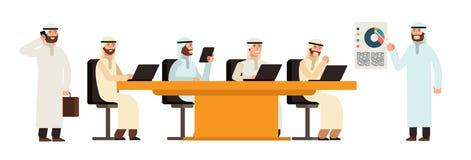Gruppo arabo dei businessmans alla tavola nella riunione di bisiness Caratteri saudita arabi di vettore del fumetto degli uomini royalty illustrazione gratis