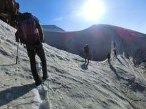 Gruppo ascendente della corda nelle alpi di Stubai Fotografia Stock Libera da Diritti