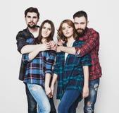 Gruppo attraente di giovani e di donne felici Fotografia Stock