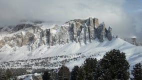Gruppo Cella Mountains i moln, Cella Ronda, Dolomites, fjällängar, Italien, Europa Royaltyfri Fotografi