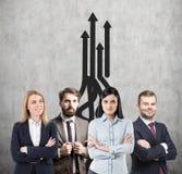 Gruppo, crescita e frecce di affari Fotografia Stock Libera da Diritti