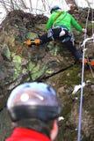 Scalando sulla roccia nell'inverno Immagine Stock Libera da Diritti