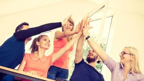 Gruppo degli amici che mostrano insieme unità con le loro mani Fotografia Stock